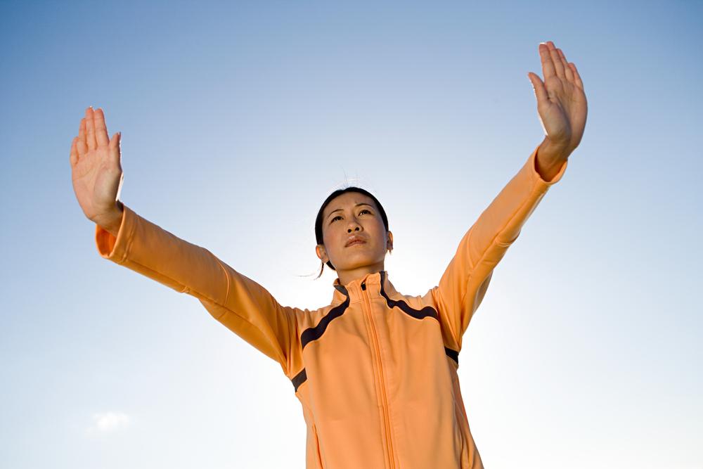 pushing-mountains-woman-qigong
